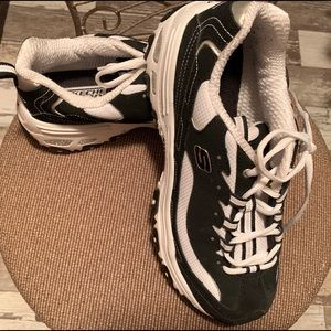 Black and white size 10 Skechers sneakers
